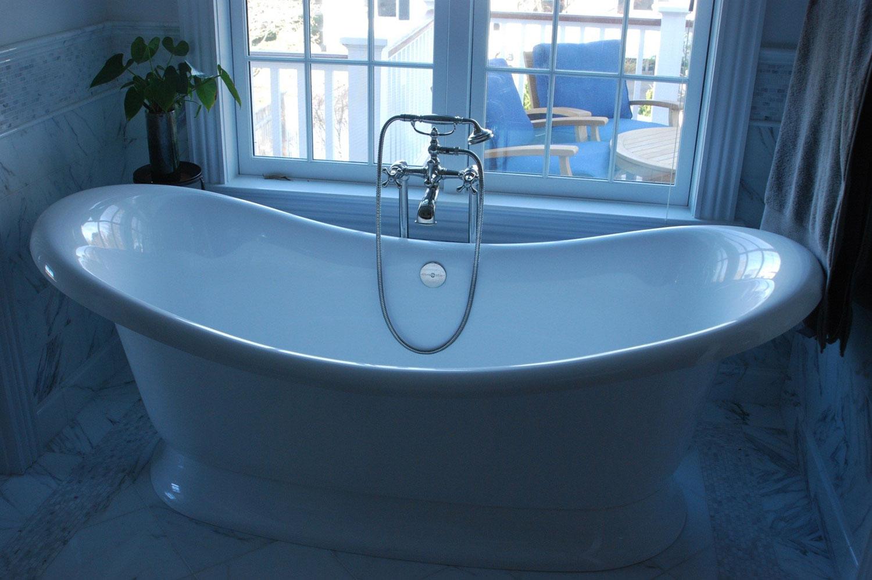 10_#10-master-tub