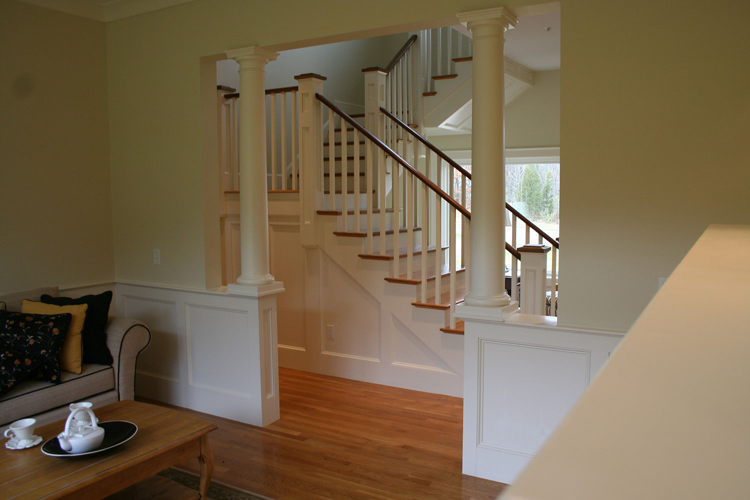 28_#30-Niblick-dining-room--stair