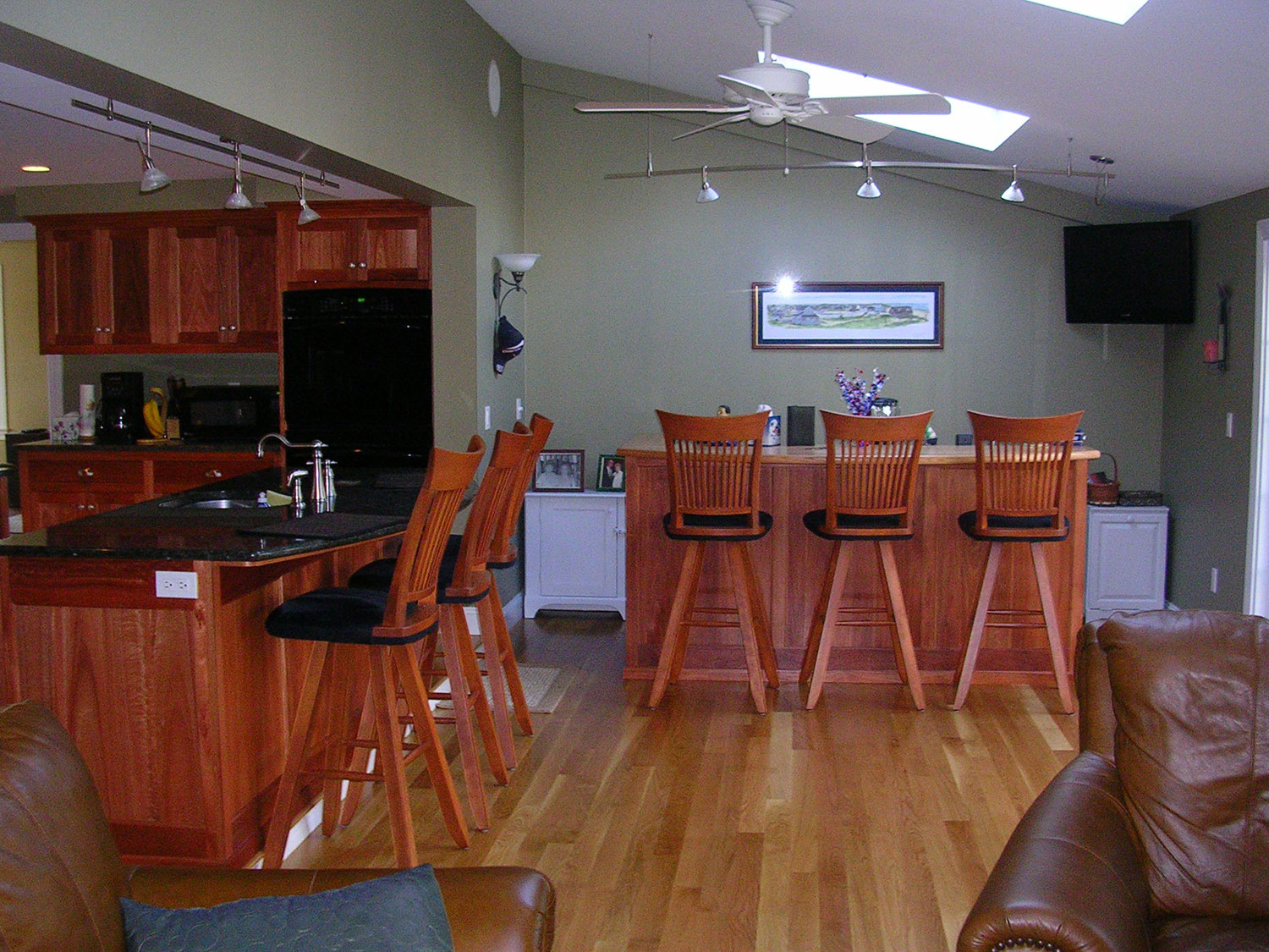 53_View-of-bar-area